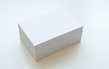 pila de tarjetas de presentación en blanco